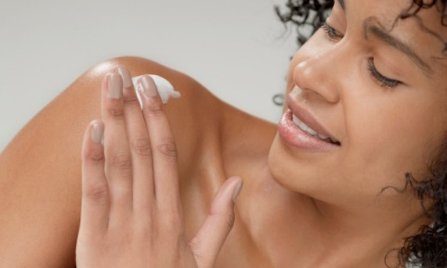 woman-putting-lotion-on